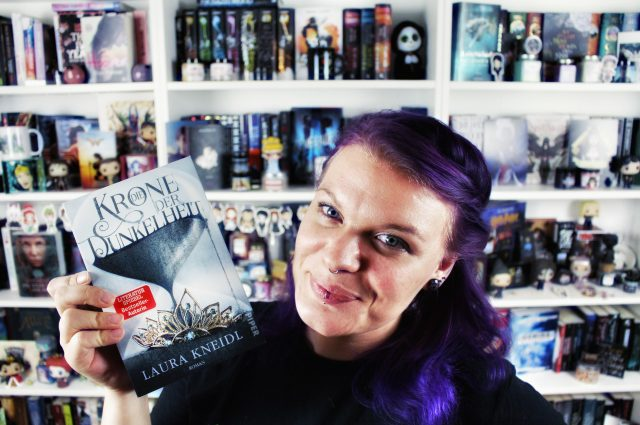 Rezensions- & Autoreninterview | Die Krone der Dunkelheit von Laura Kneidl