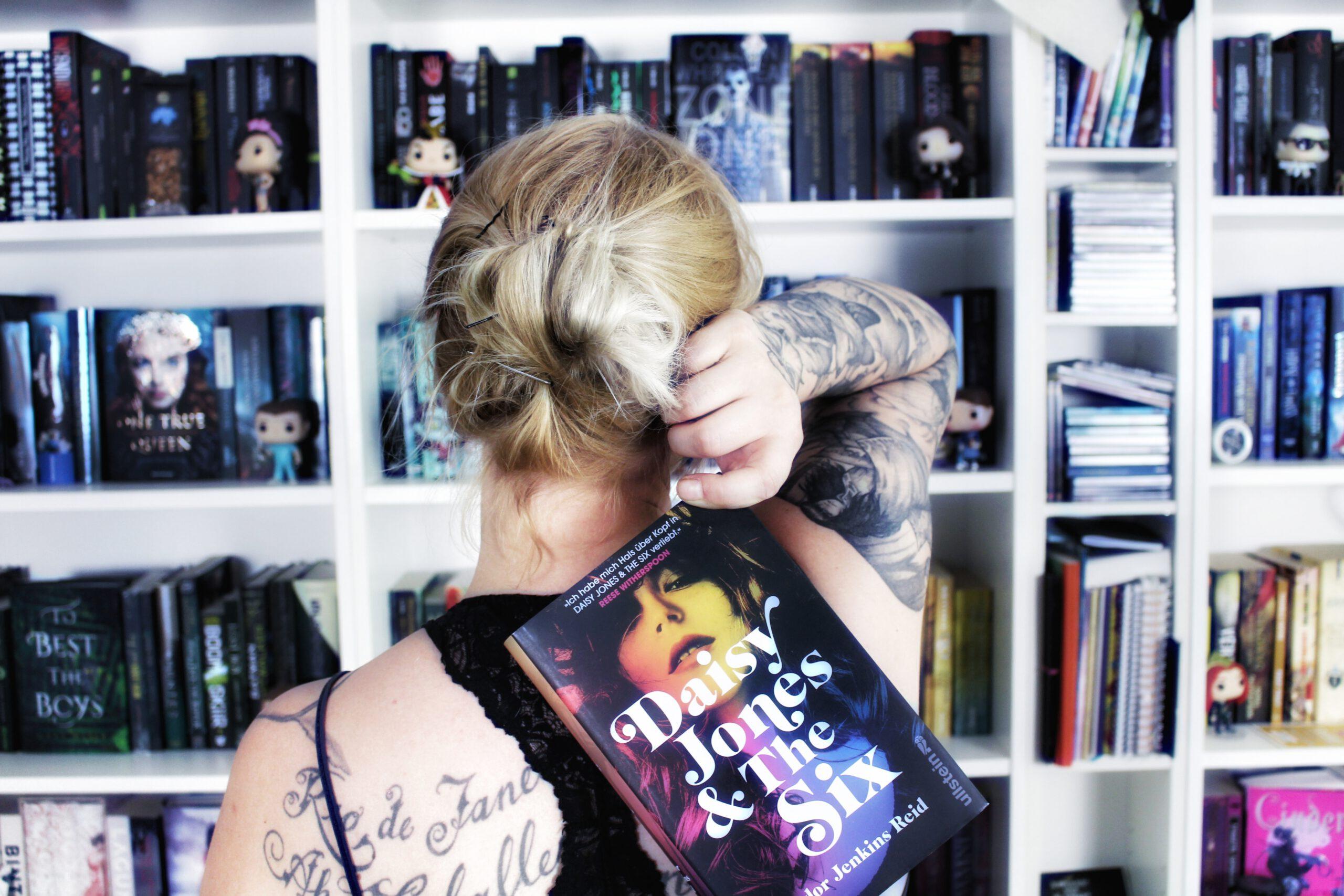 Rezension | Daisy Jones and The Six von Taylor Jenkins Reid