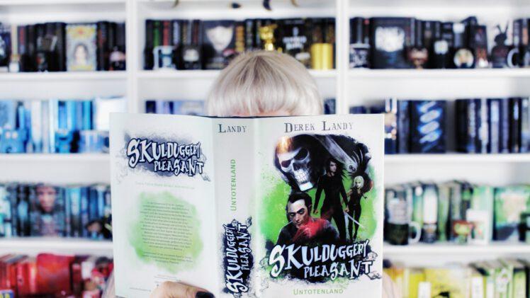 Rezension | Skulduggery Pleasant – Untotenland von Derek Landy